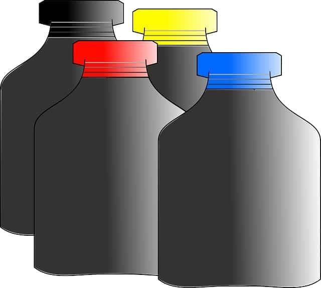 économie avec des bouteilles d'encre
